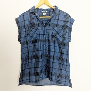 Levi's Plaid Short-Sleeve Button-Down Shirt Rolled